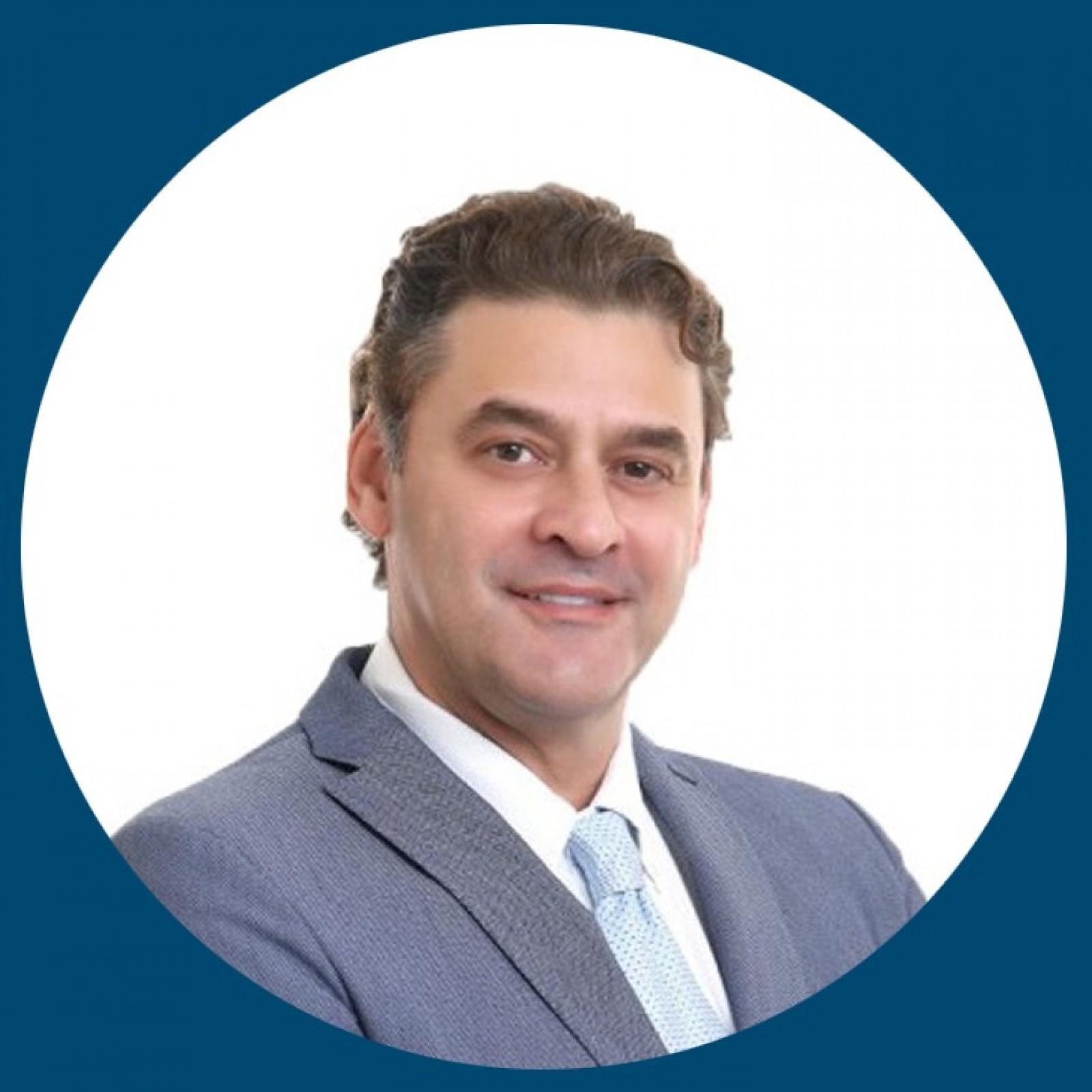 Dr. Alberto Elias